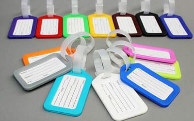 What is the best information to put on a luggage tag?